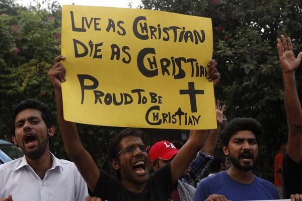 পাকিস্তানে মুসলিম ধর্ম গ্রহণ করলে মামলা থেকে নিষ্কৃতি!